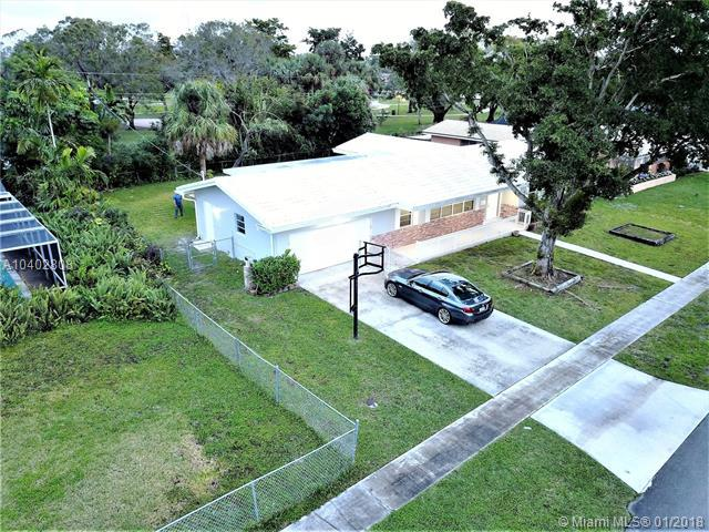 560 NW 75th Ave, Plantation, FL 33317 (MLS #A10402808) :: Melissa Miller Group