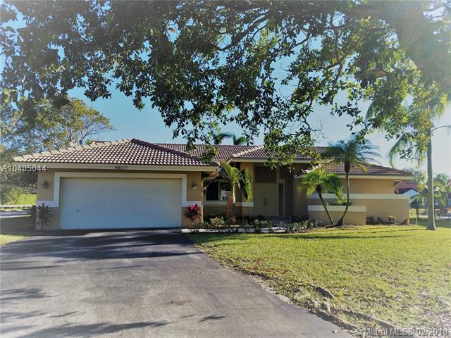 4877 NW 101st Ave, Coral Springs, FL 33076 (MLS #A10405044) :: The Teri Arbogast Team at Keller Williams Partners SW