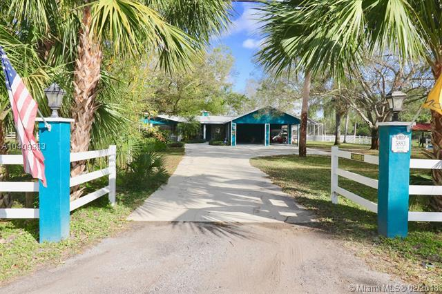 5883 SW 69th St, Palm City, FL 34990 (MLS #A10409383) :: The Teri Arbogast Team at Keller Williams Partners SW