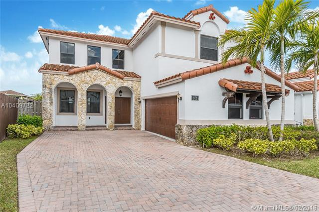 912 NW 104th Ave, Miami, FL 33172 (MLS #A10409722) :: The Teri Arbogast Team at Keller Williams Partners SW