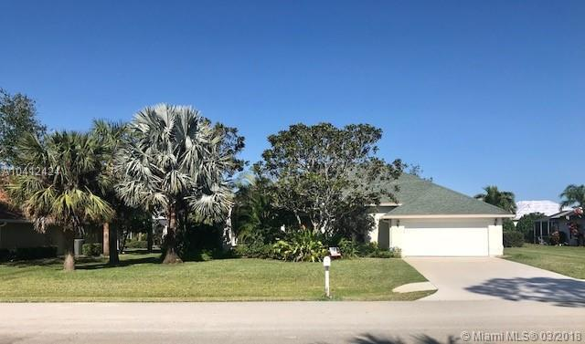 1102 SE Strathmore Dr, Port St. Lucie, FL 34952 (MLS #A10412424) :: The Teri Arbogast Team at Keller Williams Partners SW