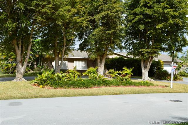 9791 SW 132nd Ter, Miami, FL 33176 (MLS #A10413286) :: The Teri Arbogast Team at Keller Williams Partners SW