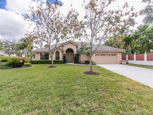 4972 NW 66th Ave, Lauderhill, FL 33319 (MLS #A10413298) :: The Teri Arbogast Team at Keller Williams Partners SW