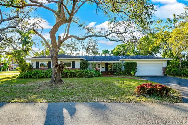 11452 SW 104th Ave, Miami, FL 33176 (MLS #A10416790) :: The Teri Arbogast Team at Keller Williams Partners SW