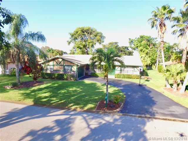 240 NW 90th Ave, Coral Springs, FL 33071 (MLS #A10426353) :: Green Realty Properties