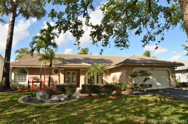 10377 NW 49th Ct, Coral Springs, FL 33076 (MLS #A10426433) :: Green Realty Properties