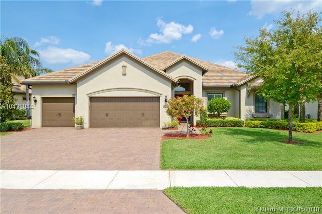 3243 Siena Cir, Wellington, FL 33414 (MLS #A10430844) :: Green Realty Properties
