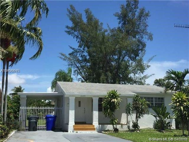 2239 Jackson St, Hollywood, FL 33020 (MLS #A10435648) :: Hergenrother Realty Group Miami