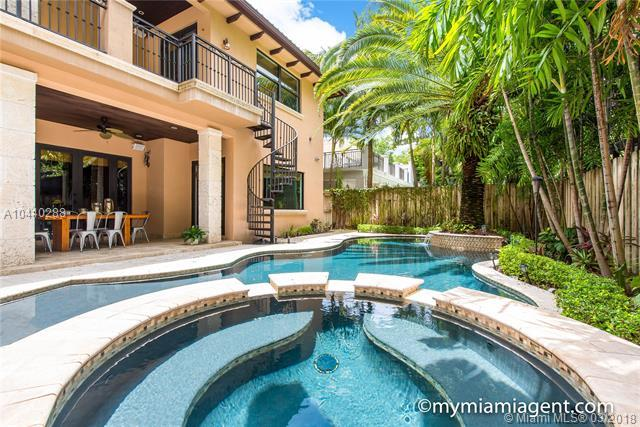 2561 Trapp Ave, Miami, FL 33133 (MLS #A10440288) :: The Teri Arbogast Team at Keller Williams Partners SW