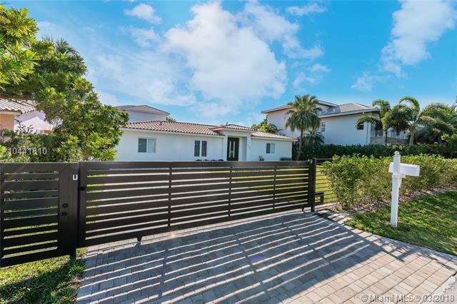 677 Hampton Ln, Key Biscayne, FL 33149 (MLS #A10441610) :: Stanley Rosen Group