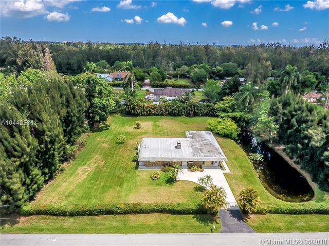 4310 SW 101st Ave, Davie, FL 33328 (MLS #A10442381) :: Green Realty Properties