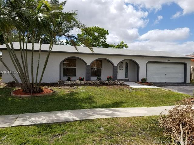 1252 NW 89th Ter, Pembroke Pines, FL 33024 (MLS #A10443955) :: Green Realty Properties