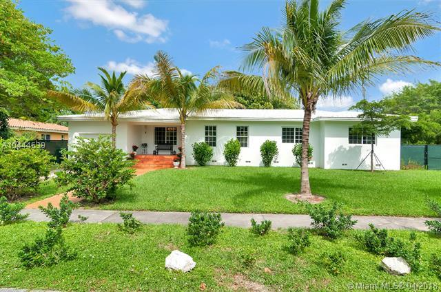 1701 Wa Kee Na Dr, Coconut Grove, FL 33133 (MLS #A10444639) :: Hergenrother Realty Group Miami