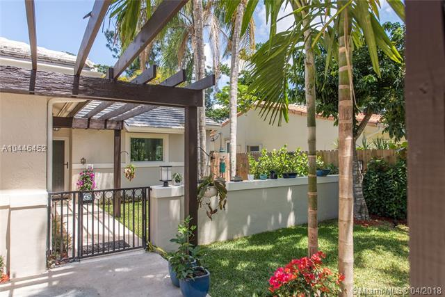 4181 Pamona Ave, Coconut Grove, FL 33133 (MLS #A10446452) :: Hergenrother Realty Group Miami