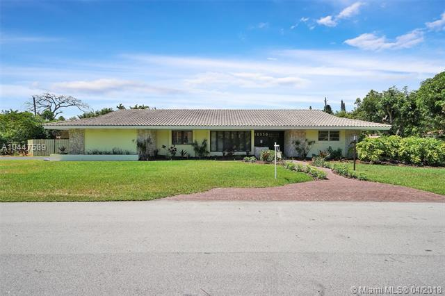 10550 SW 71st Ave, Pinecrest, FL 33156 (MLS #A10447589) :: The Teri Arbogast Team at Keller Williams Partners SW