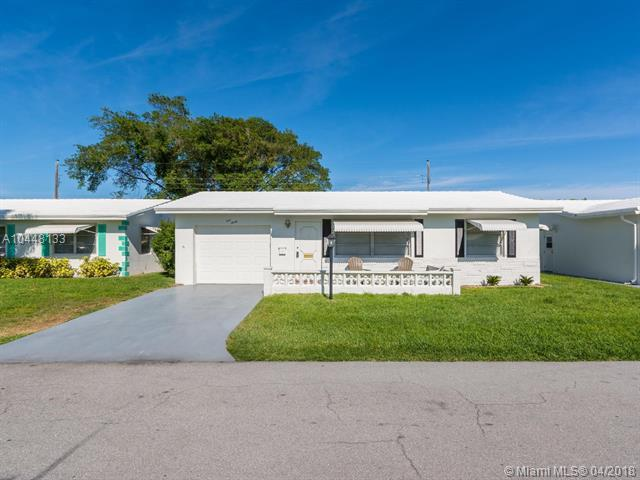 130 NW 10th Ct, Boynton Beach, FL 33426 (MLS #A10448133) :: Stanley Rosen Group
