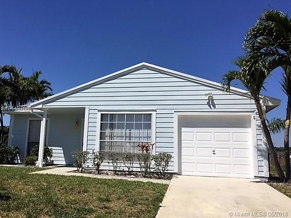 5420 Courtney Cir, Boynton Beach, FL 33472 (MLS #A10448705) :: Stanley Rosen Group