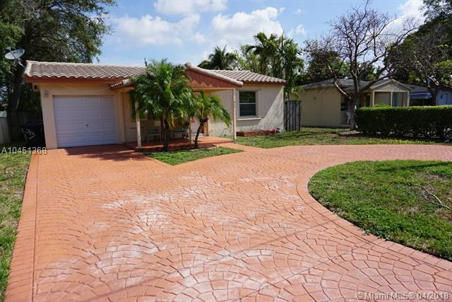 317 SW 14th Ct, Fort Lauderdale, FL 33315 (MLS #A10451368) :: Stanley Rosen Group