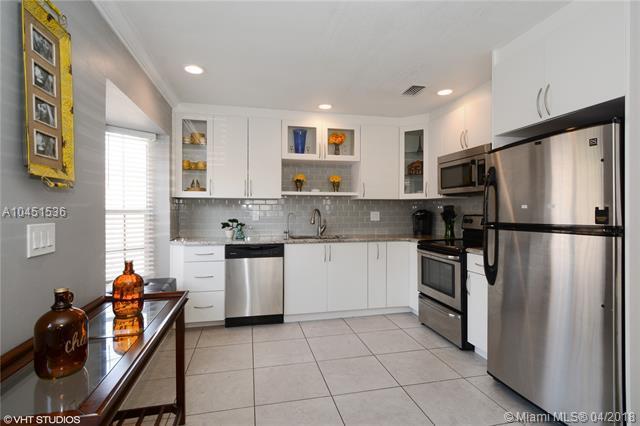 5688 Boynton Cres, Boynton Beach, FL 33437 (MLS #A10451536) :: Stanley Rosen Group