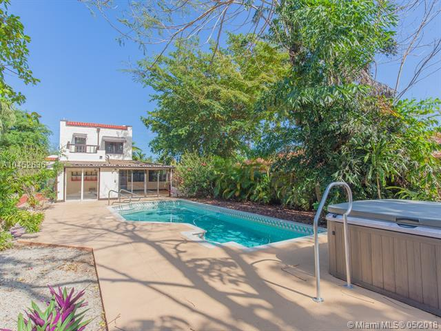 11612 NE 6th Ave, Biscayne Park, FL 33161 (MLS #A10452636) :: The Jack Coden Group