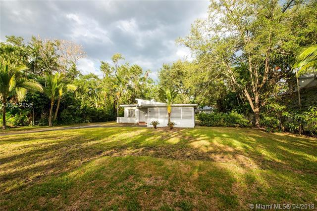 7895 SW 52nd Ct, Miami, FL 33143 (MLS #A10452856) :: The Riley Smith Group