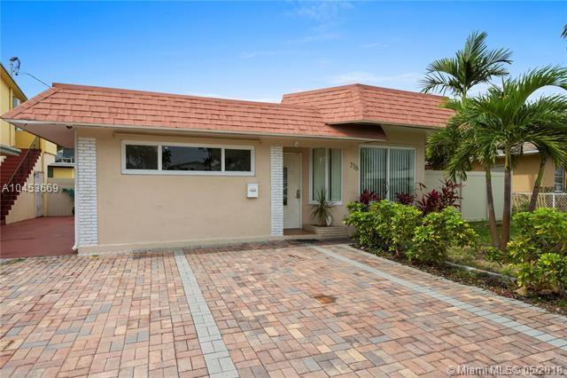716 NE 7th St, Hallandale, FL 33009 (MLS #A10453669) :: The Riley Smith Group