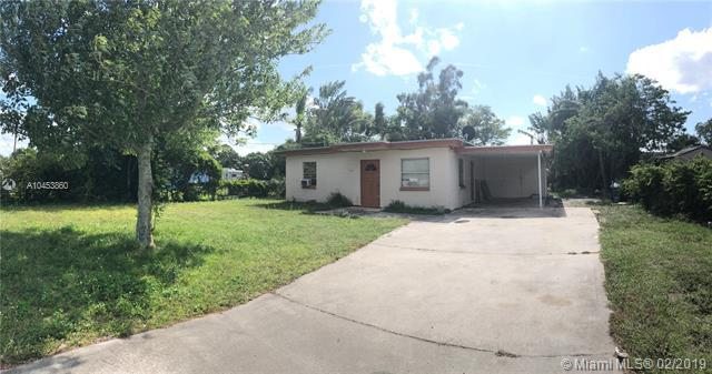 3105 S 23rd St, Fort Pierce, FL 34982 (MLS #A10453860) :: The Paiz Group
