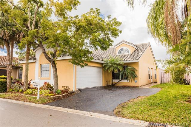 10290 Allegro Dr, Boca Raton, FL 33428 (MLS #A10454446) :: Green Realty Properties