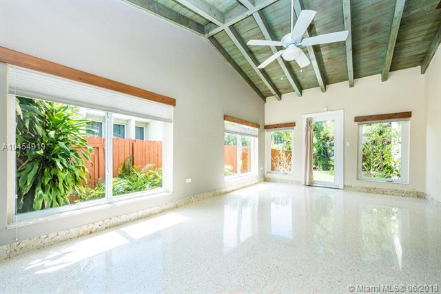 1080 NE 86th St, Miami, FL 33138 (MLS #A10454919) :: Calibre International Realty