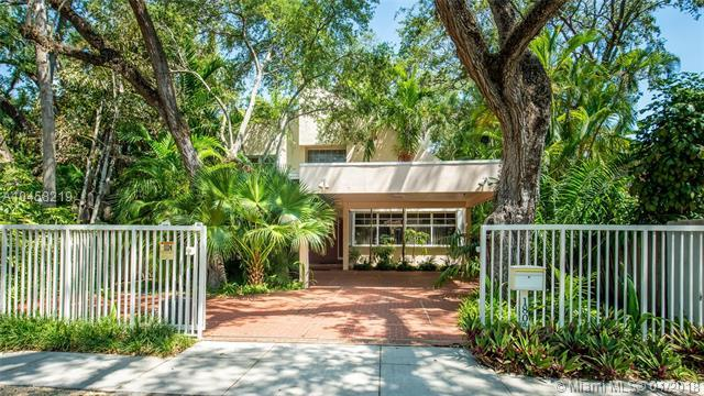 1805 Espanola Dr, Coconut Grove, FL 33133 (MLS #A10458219) :: The Riley Smith Group