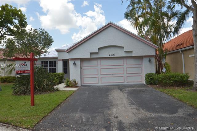 9303 Oak Grove Cir, Davie, FL 33328 (MLS #A10458506) :: Stanley Rosen Group