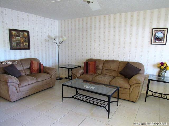 143 Markham G #143, Deerfield Beach, FL 33442 (MLS #A10460115) :: Green Realty Properties