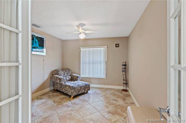 585 NW 113th Ter, Coral Springs, FL 33071 (MLS #A10460582) :: Calibre International Realty