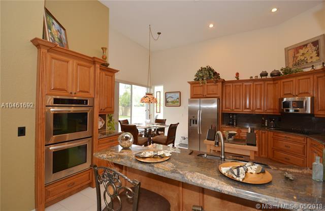 6323 Champlain Ter, Davie, FL 33331 (MLS #A10461692) :: Green Realty Properties