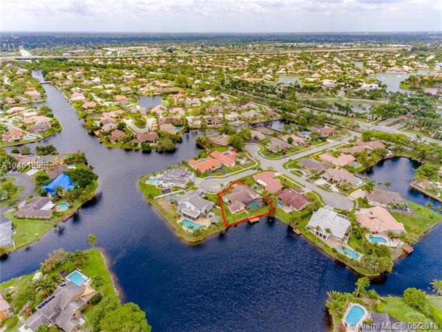 10061 SW 2nd St, Plantation, FL 33324 (MLS #A10461995) :: Stanley Rosen Group