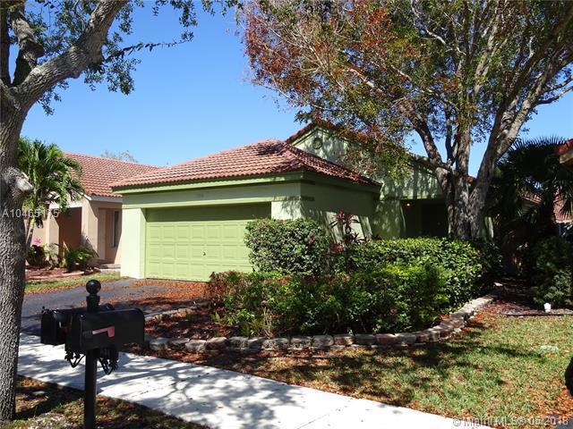 1500 Presidio Dr, Weston, FL 33327 (MLS #A10465175) :: Stanley Rosen Group