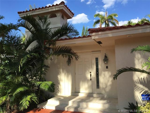 547 Golden Beach Dr, Golden Beach, FL 33160 (MLS #A10465453) :: The Teri Arbogast Team at Keller Williams Partners SW