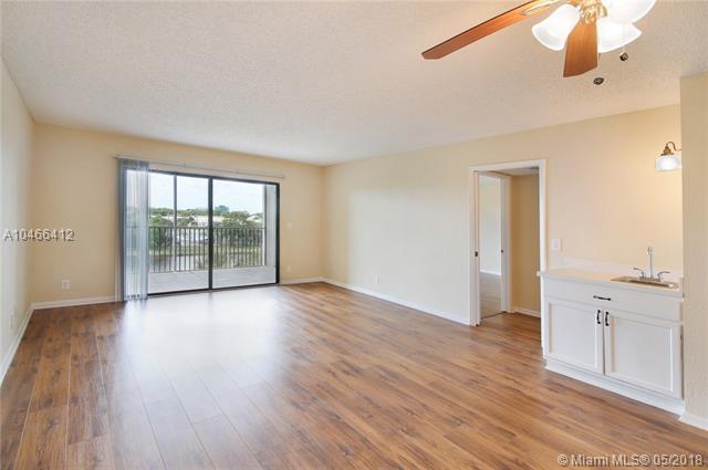 2202 S Cypress Bend Dr #404, Pompano Beach, FL 33069 (MLS #A10466412) :: Green Realty Properties