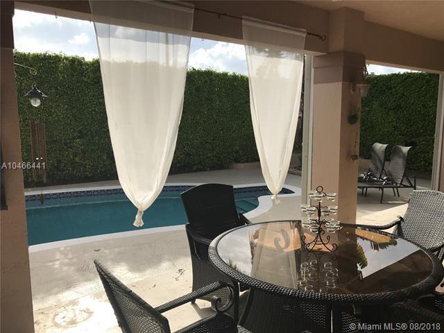 7540 SW 93 Rd Pl, Miami, FL 33173 (MLS #A10466441) :: Green Realty Properties