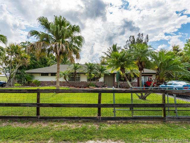 5530 SW 196th Ln, Southwest Ranches, FL 33332 (MLS #A10467978) :: Green Realty Properties