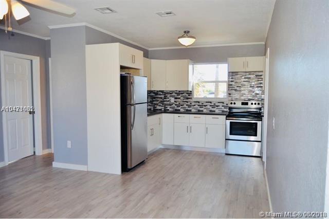 219 27th Street, Riviera Beach, FL 33404 (MLS #A10471002) :: Green Realty Properties