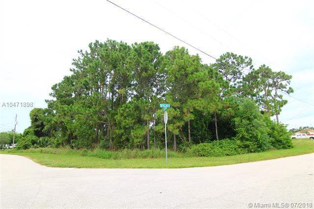 5750 NW Zenith Dr, Port St. Lucie, FL 34986 (MLS #A10471898) :: Stanley Rosen Group