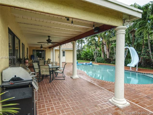 9601 NW 10th St, Plantation, FL 33322 (MLS #A10472316) :: The Teri Arbogast Team at Keller Williams Partners SW