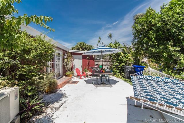 1607 Moffett St, Hollywood, FL 33020 (MLS #A10472526) :: The Teri Arbogast Team at Keller Williams Partners SW