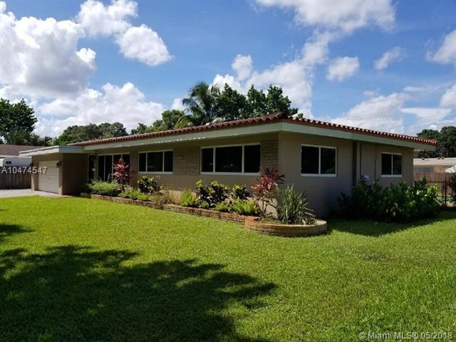 5521 SW 3rd St, Plantation, FL 33317 (MLS #A10474547) :: Stanley Rosen Group