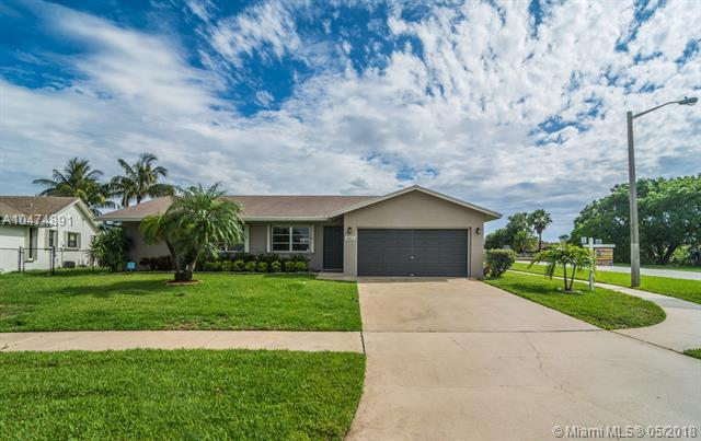 2803 SW 14th Ct, Deerfield Beach, FL 33442 (MLS #A10474891) :: Prestige Realty Group