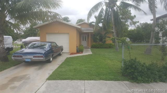 4401 SW 56th Ave, Davie, FL 33314 (MLS #A10476427) :: Calibre International Realty