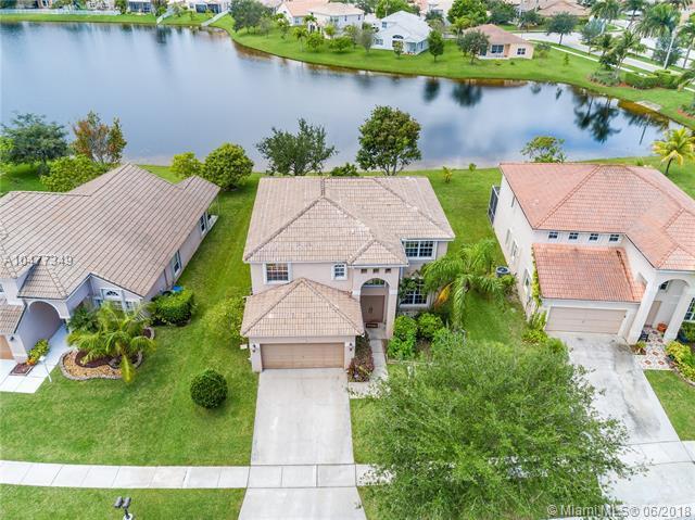 14217 NW 19th St, Pembroke Pines, FL 33028 (MLS #A10477349) :: Green Realty Properties