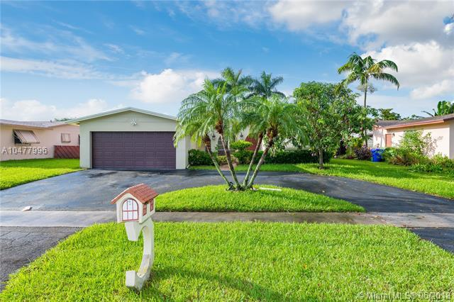 9349 NW 23rd St, Pembroke Pines, FL 33024 (MLS #A10477996) :: Green Realty Properties