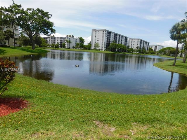 2104 S Cypress Bend Dr #302, Pompano Beach, FL 33069 (MLS #A10478892) :: Green Realty Properties